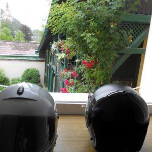 Motoguzzi-Helm u Blume